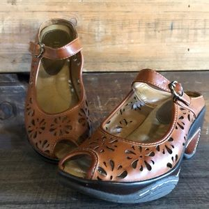 brown wedges size 6  Rialto